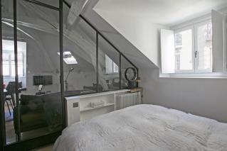 Appartements meubl s avec verri re dans paris qui vous feront craquer - Separation chambre salon ...