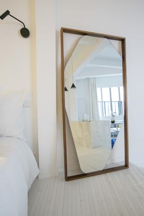 studio meubl tr s design dans un ancien b timent. Black Bedroom Furniture Sets. Home Design Ideas