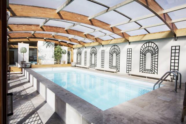 Les plus beaux appartements meubl s avec piscine priv e for Verriere piscine