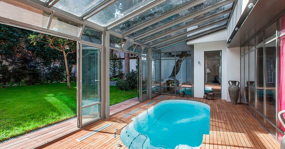 Les plus beaux appartements meubl s avec piscine priv e for Belle piscine paris