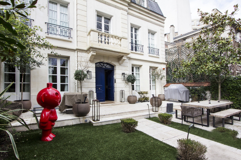 Les plus beaux appartements meubl s avec piscine priv e for Jardin 100m2 piscine