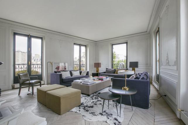 Appartements meubl s sous les toits parisiens au charme for Case francesi arredamento