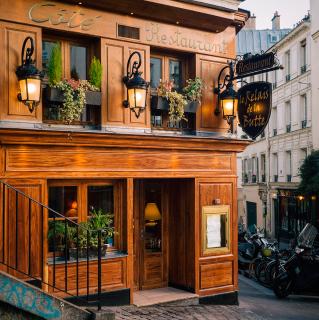 Montmartre bistro butte Paris