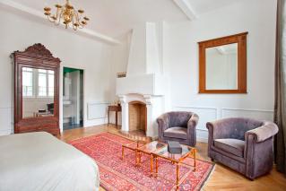 Three- bedroom apartment Paris Montmartre