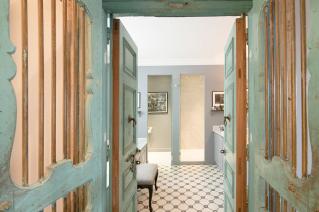 Bathroom furnished apartement Paris