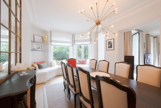 Dining room furnished house Paris 7