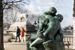 Tuileries bronze Rodin amoureux Paris