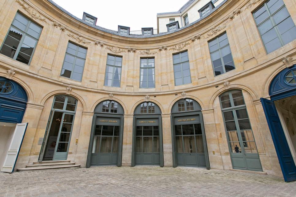 courtyard Vendôme Paris Lorenz Bäumer