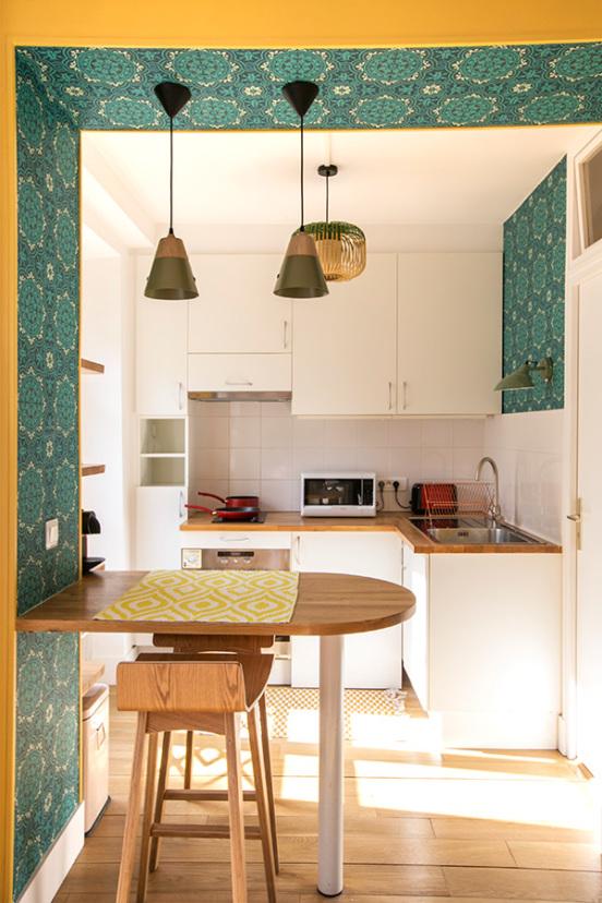 cuisine équipée colorée studio parisien
