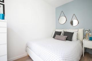 decorating apartment Paris blue white bedroom