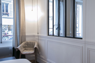 Bedroom with glass panels Paris