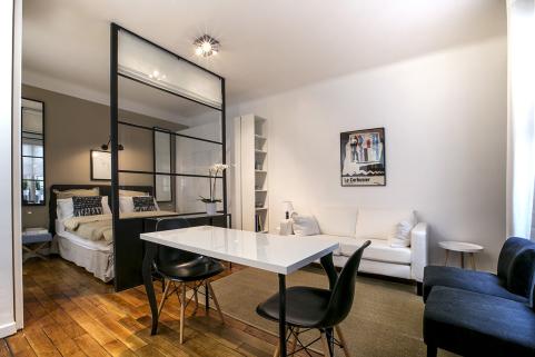 Paris apartment with partial separation