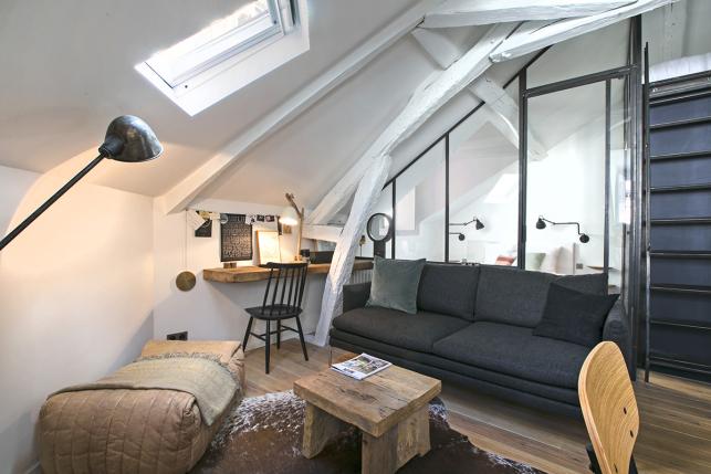 furnished studio with glazed partition Batignolles Paris