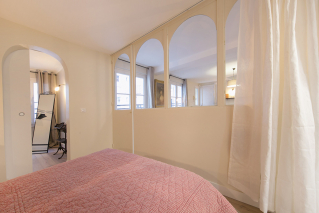 bedroom with glass partition funrished rental Paris