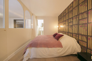 Show room and bedroom furnished apartment Paris