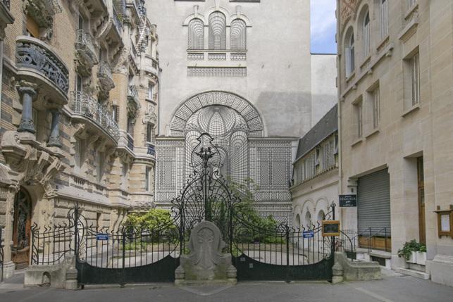 Parisian building Art Nouveau 7th district Paris