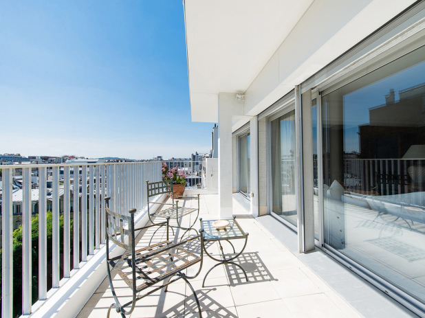 rent a furnished apartment with terrace and view in Paris Passy