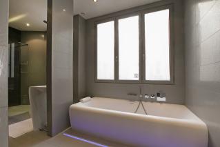 bathroom apartment rental in Paris 7th arrondissement