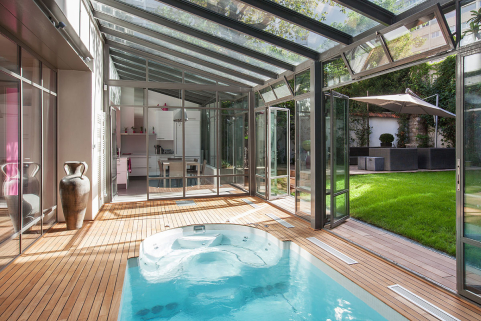 house in the centre of Paris with heated pool