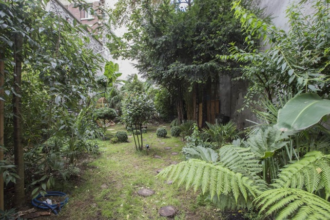 studio apartment with garden in Paris