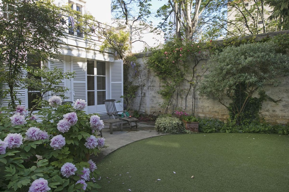 living in Paris house with garden