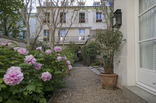 garden views furnished rental Paris 9th