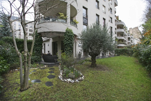 Live in Paris apartment with private garden