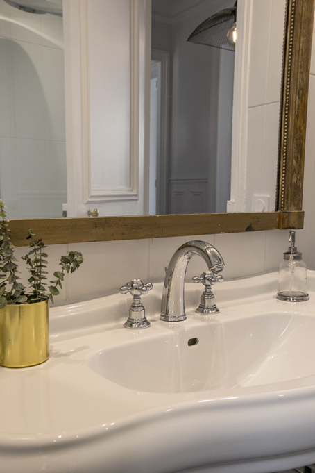 beautiful vintage large mirror bathroom furnished apartment in Paris