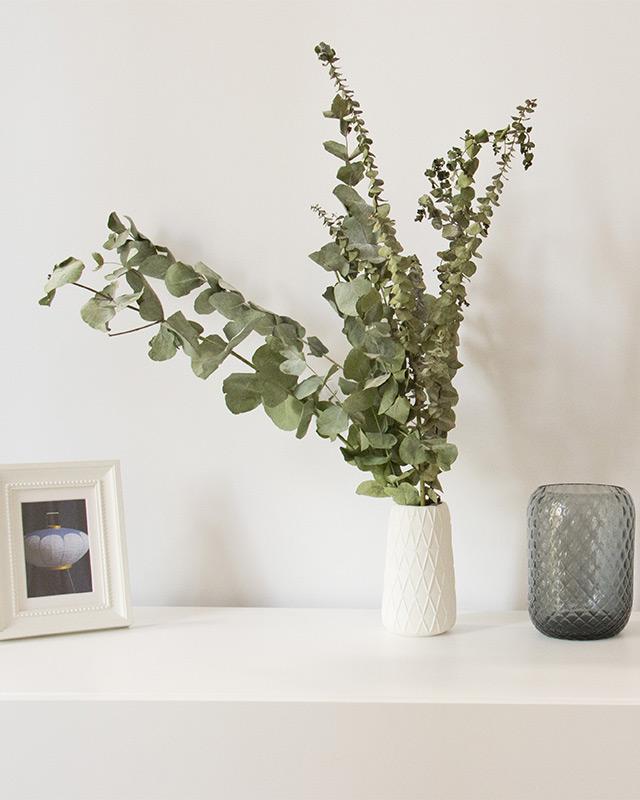decorative flower details furnished apartment Paris