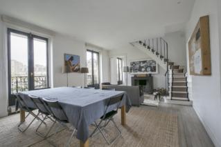 apartment with Haussmann mouldings Paris