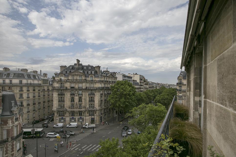 balcony clear view Paris rental