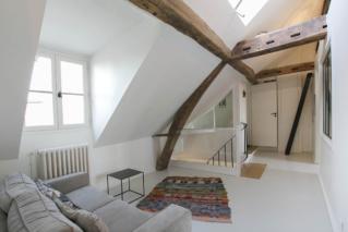 attic apartment 4th floor in Paris
