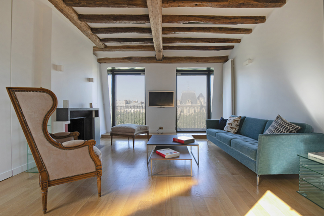 Furnished rental apartment Paris exposed beam with view