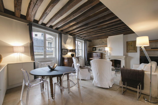 rent a furnished two-bedroom apartment with exposed beams Paris