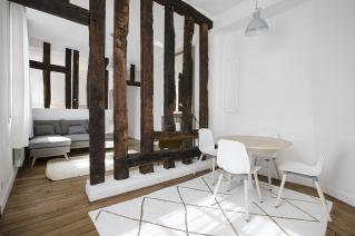 two-bedroom apartment Paris rue Jacob Saint-Germain-des-Prés beams