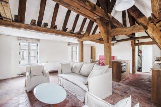live in Paris furnished apartment Marais authentic building