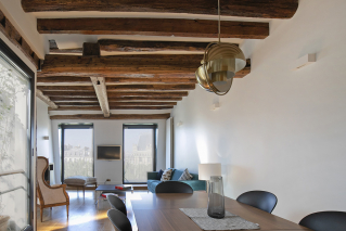 Live in Paris rent a furnished apartment with beams and view Notre-Dame Paris