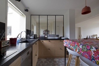 Furnished rental Paris 13 kitchen with large window