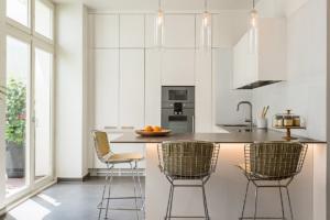 10 Cuisines D Appartements Meubles Parisiens Des Idees Deco A