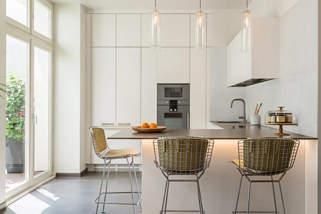 Appartement meublé parisien contemporain architecte intérieur déco cuisine ouverte