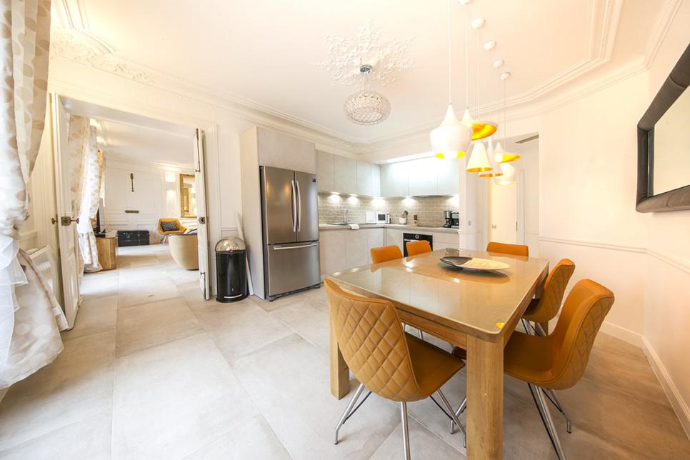 Spacious kitchen haussmannien style apartment in Paris to rent