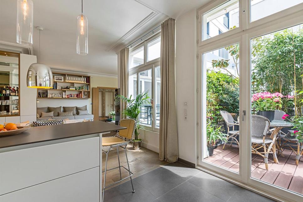 Location meublée Paris cuisine salon terrasse privée