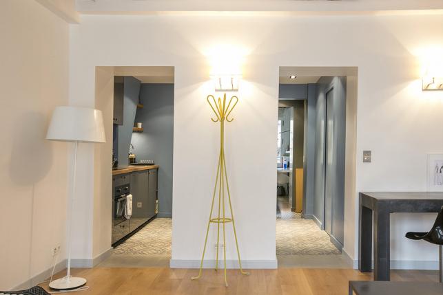 One-bedroom apartment to rent in Paris separate retro kitchen