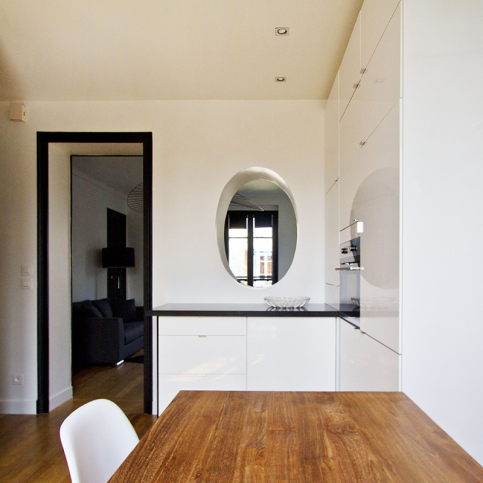 one-bed flat rent in Paris dining table home