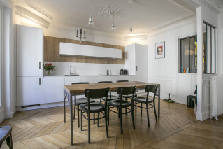 Rent furnished apartment Champs Elysées neighbourhood white equipped kitchen