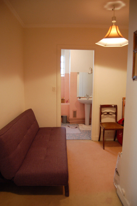 Corridor to the bathroom before the renovation