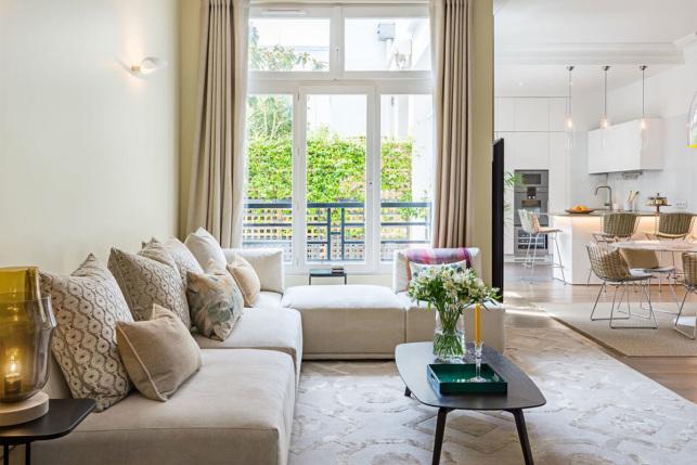 salon salle à manger cuisine appartement à Paris à louer rénovation architecte