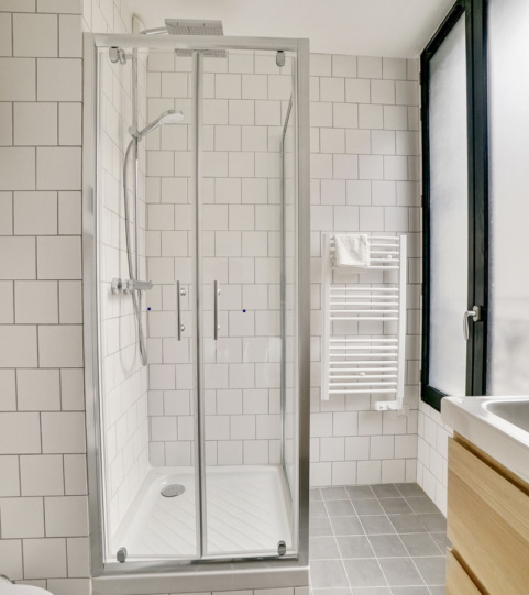Shower room in one-bedroom apartment