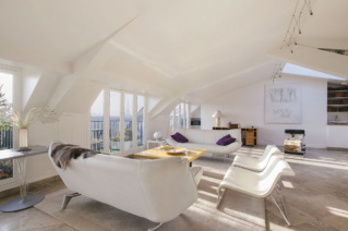 Furnished apartment under the eaves in Paris