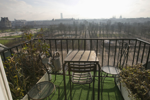 Live in a top floor of a luxury building in Paris